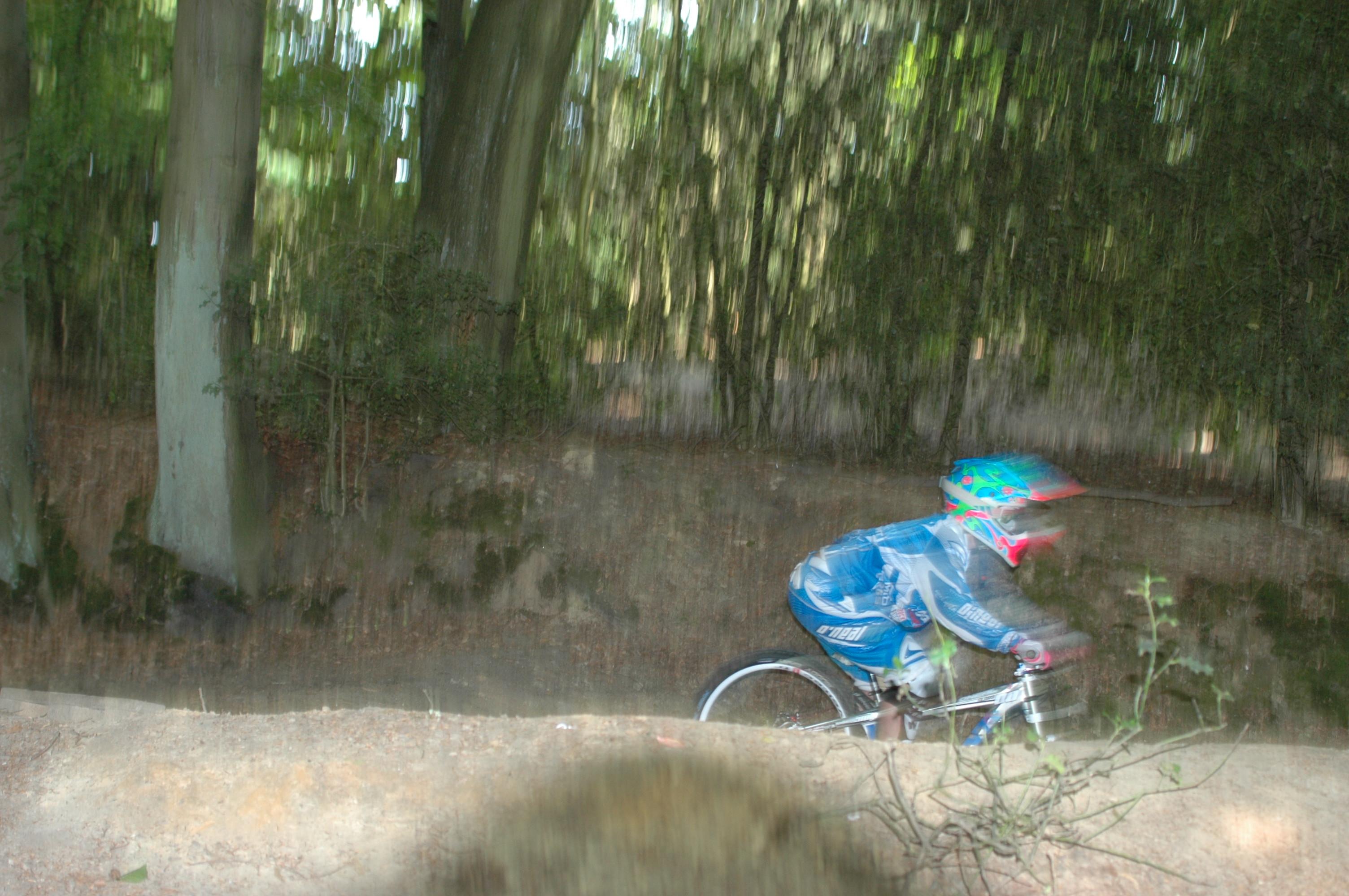 """ShareErfolgreich stürzt Antje Kramer seit vielen Jahren mit dem Rad steiles Gelände hinunter. """"Der Sport..."""