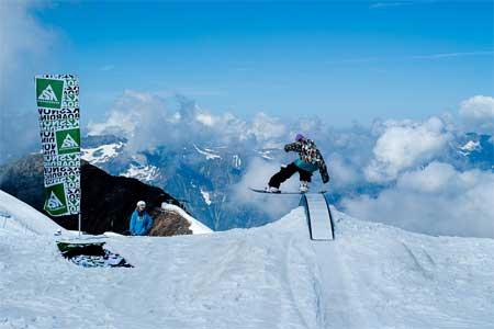 Die Camps von Marika Borg richten sich an Frauen, die Action und Spaß im Schnee wollen. Foto: GirlieCamps