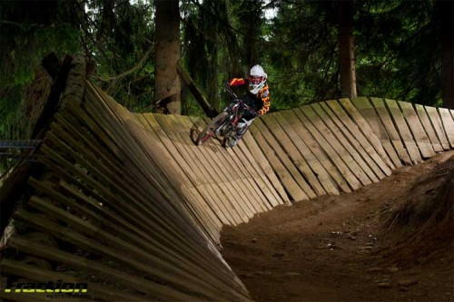 Ob Northshores oder Single Trails, ob Anfängerin oder geübte Fahrerin: Auf dem Downhill Camp war für jedes Fahrlevel etwas dabei. Foto: Hanno Polomsky  / Fraction