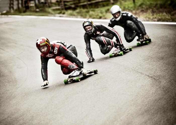 Zwölf Frauen aus aller Welt lassen es vom 28. bis 31. Juli im beschaulichen Eifeldorf Insul beim einzigen deutschen Weltcuprennen im Skateboard Downhill mächtig rollen.