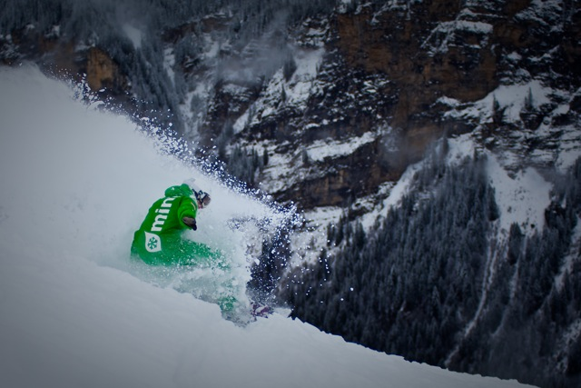 Winter's on the way – and great snowboard-camps are waiting for us. XsportSisters spoke with Tammy Esten (33) who's running Mint Snowboard School in Portes du Soleil. The coach tells us more about her current programme  -  and why she's one of the few women who are allowed to teach snowboarding in France.