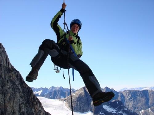 """Andi Fichtner 2006 bei der Grönland-Expedition, Erstbegehung der Route """"Tartaruga"""" (ital. Schildkröte). Foto: Christoph Hainz"""