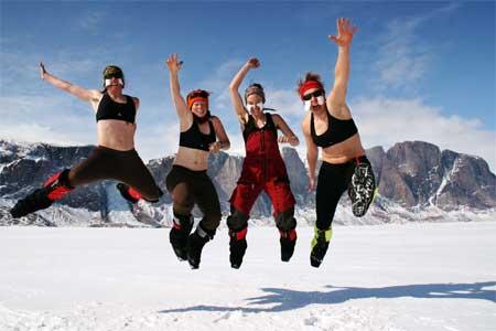 Sie leben hoch! Den Baffin Babes kann Kälte nichts anhaben - dank gesunder Fettpolster und viel Schokolade. Pressefoto / European Outdoor Film Tour 2012