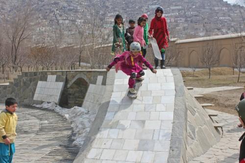 Skateistan // Girls im Skate Garden von Kabul