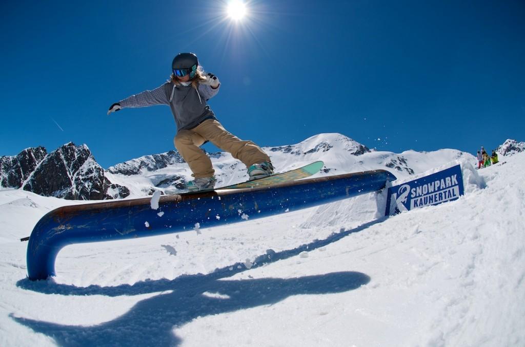 "Frontside Lipslide im Snowpark Kaunertal / Photo: Stefan Eigner ""eignerphoto"""