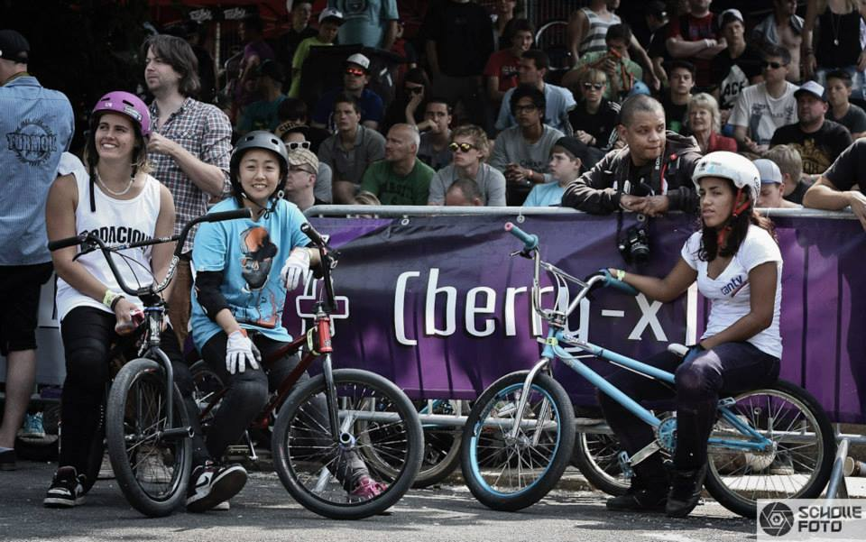 Camila Harambour, Mini Park und Katherine Dian (v.l.) bei den Worlds 2013_Schollefoto.de